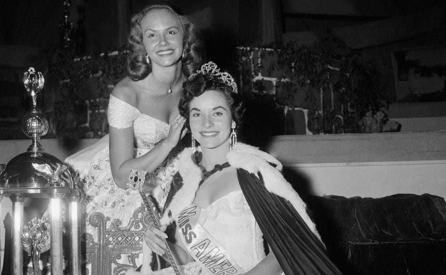 Evelyn Ay, Miss America of 1954, crowns her successor, Lee Ann Meriwether.