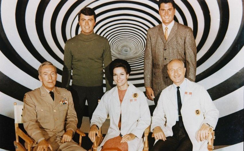 The cast of The Time Tunnel pose together on set.