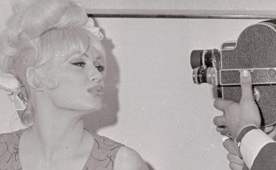 Mamie Van Doren poses for the camera.