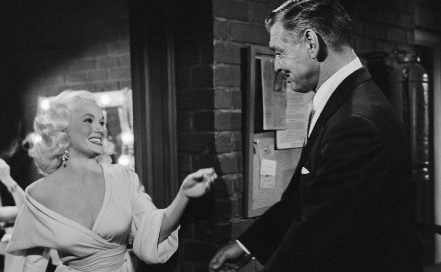 Mamie Van Doren and Clark Gable on a movie set.