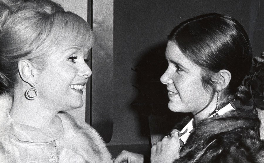 Debbie Reynolds and Carrie Fisher stand backstage.